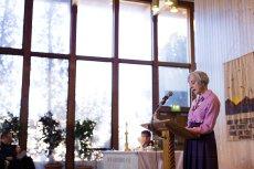 Nancy speaking in worship